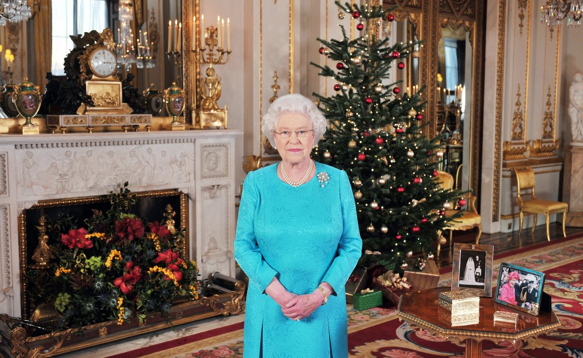 2009-Queen-Elizabeth-posed-before-delivering-her-Christmas-Day
